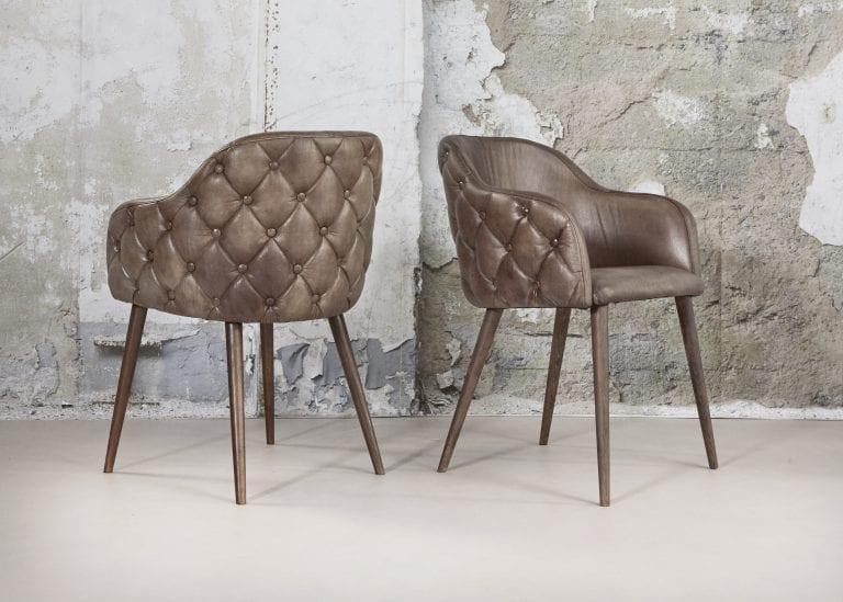 Delta-chesterfield-eigentijds-fauteuil-eileen-betonlook-vooraanzicht-achteraanzicht