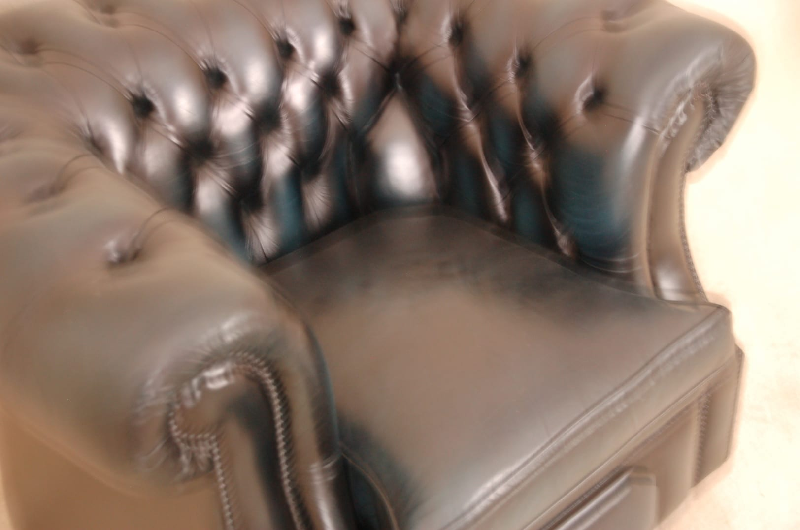 173323_9777=blauwe chesterfield fauteuil