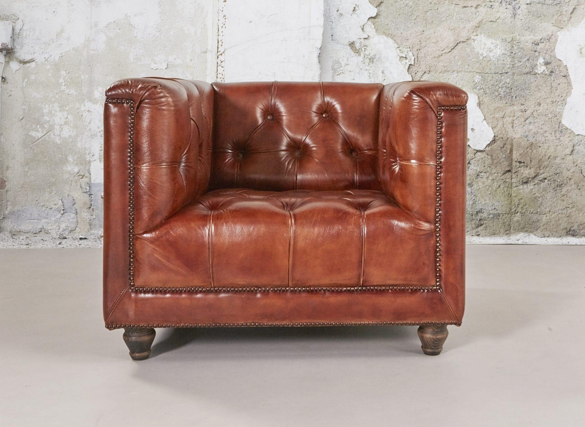 Delta-chesterfield-eigentijds-stoel-Boston-vintage-cognac-vooraanzicht