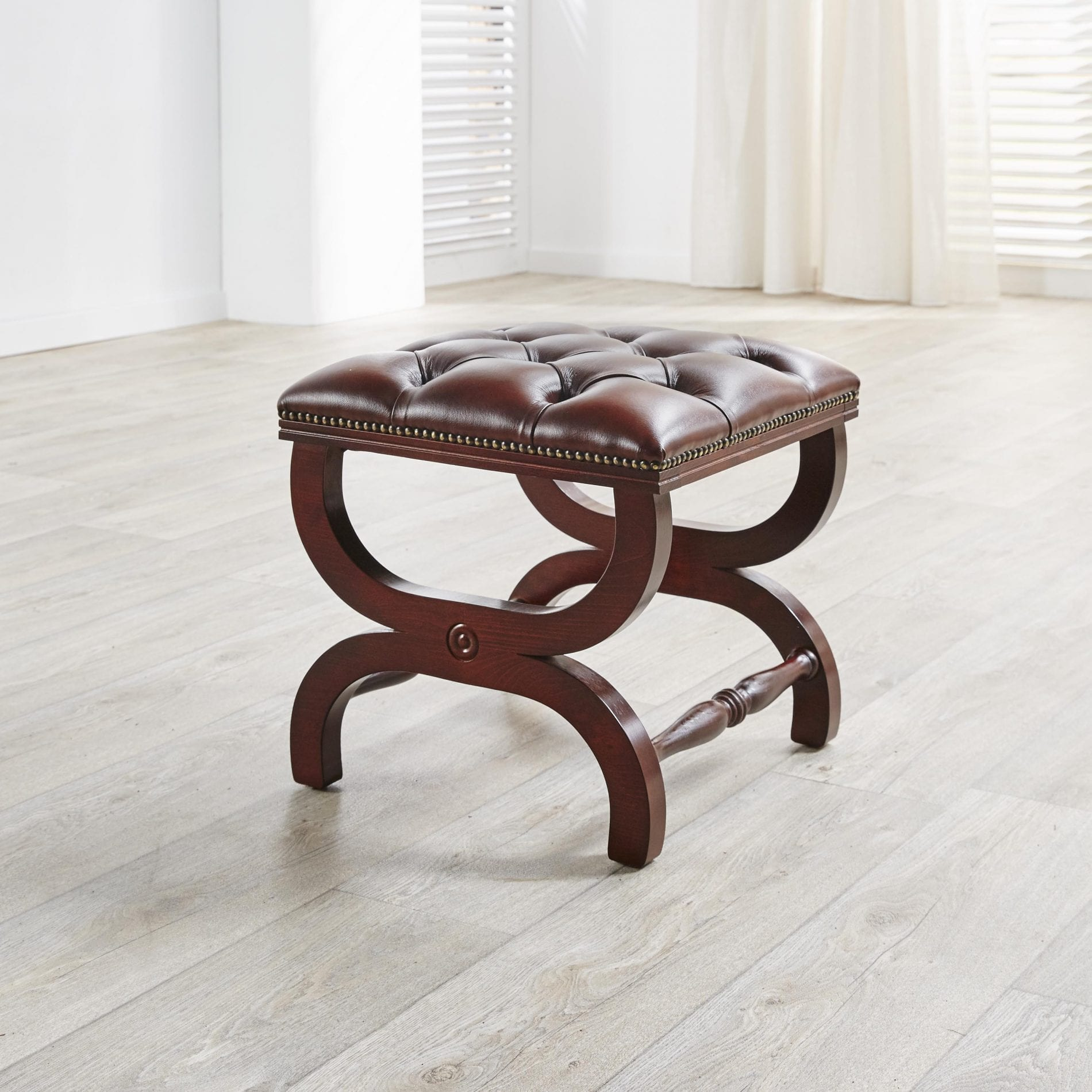 Delta-chesterfield-traditioneel-cottage-footstool