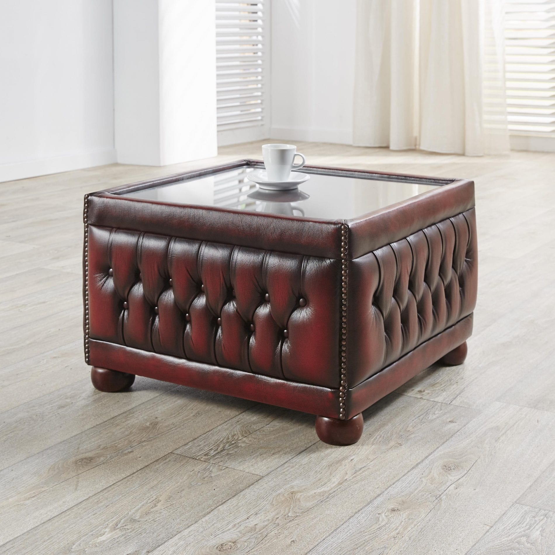 Delta-chesterfield-traditioneel-table-pouffe-glass-top-ant-red