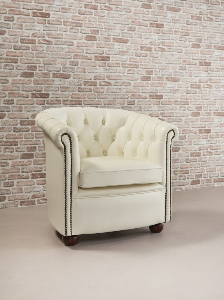 Delta-chesterfield-traditioneel-tub-chair-byran-magnolia-white-zijaanzicht-rechts