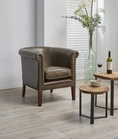 Delta-chesterfield-traditioneel-tub-chair-plain-old-english-olive-green-zijaanzicht-rechts