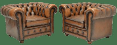 Set van twee gelijke chesterfield stoelen